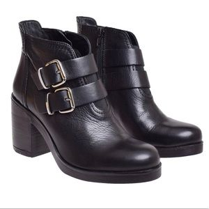 DNA black leather boots with heel